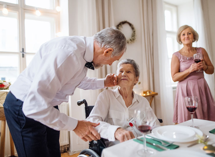 Alzheimer's Stages - Trouble Identifying Friends & Family